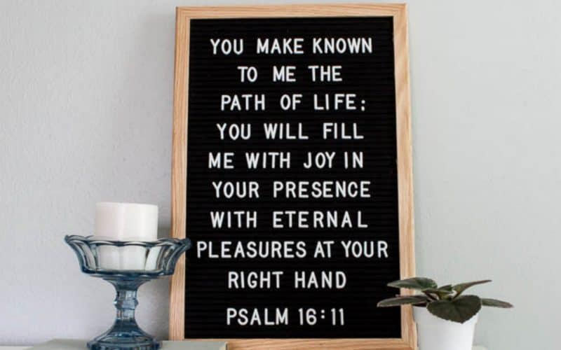 8 Cute Ways to Decorate with Scripture in your Home Decor {all under $30}