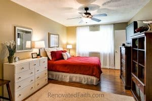 Red Comforter Bedroom - Tips for Selling Your House Fast - Do you want to maximize the return on your investment when updating your home to sell? Do you wish you could shorten the amount of time your home is on the market? Sure you do. I'm sharing my best tips for selling your house fast which helped our old house to get 24 showings and 12 offers within the first 24 hours. How To Get Your House Ready To Sell. Home Selling Tips 2018. How To Sell Your House Fast in a Slow Market. #sellhouse #stagingchecklist #tipstosellhouse