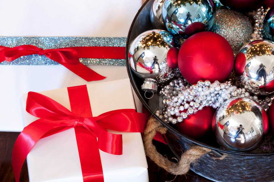 Red and Aqua Christmas Décor (with Silver, Red and Turquoise Christmas Ornaments)