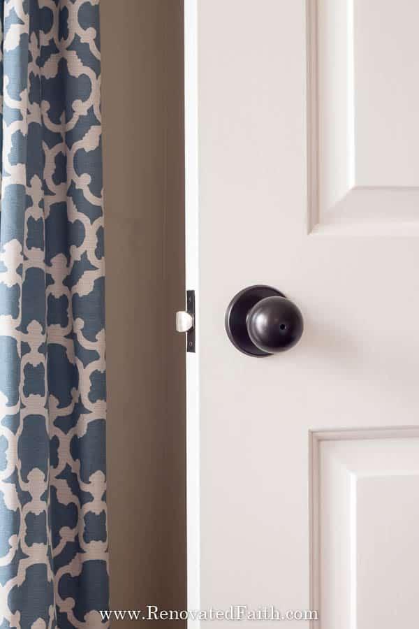 Best Guide to Spray Paint Door Knobs that LAST