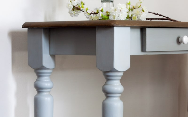 The FASTEST Way to Paint Table Legs (Paint Curvy Furniture Legs the EASY Way)