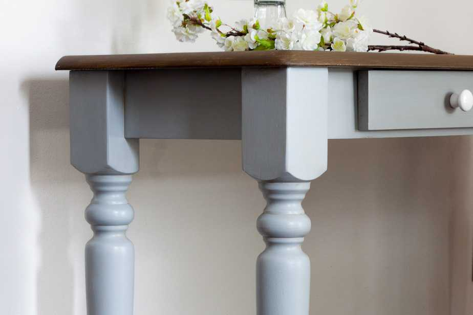 How To Paint Table Legs Curvy