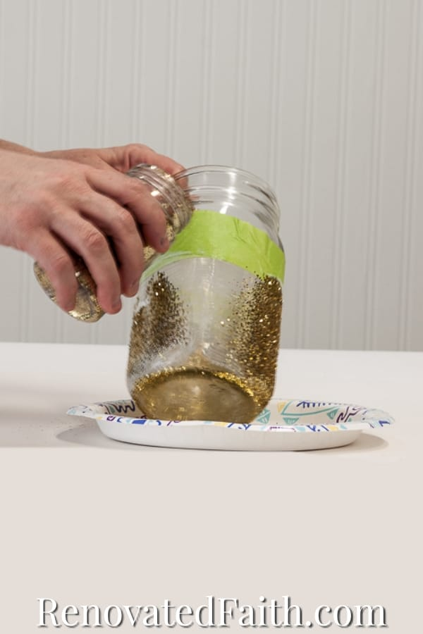 how to glitter a mason jar