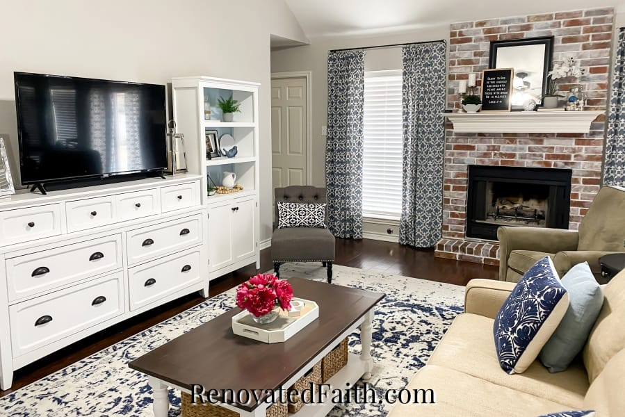 living room in agreeable gray
